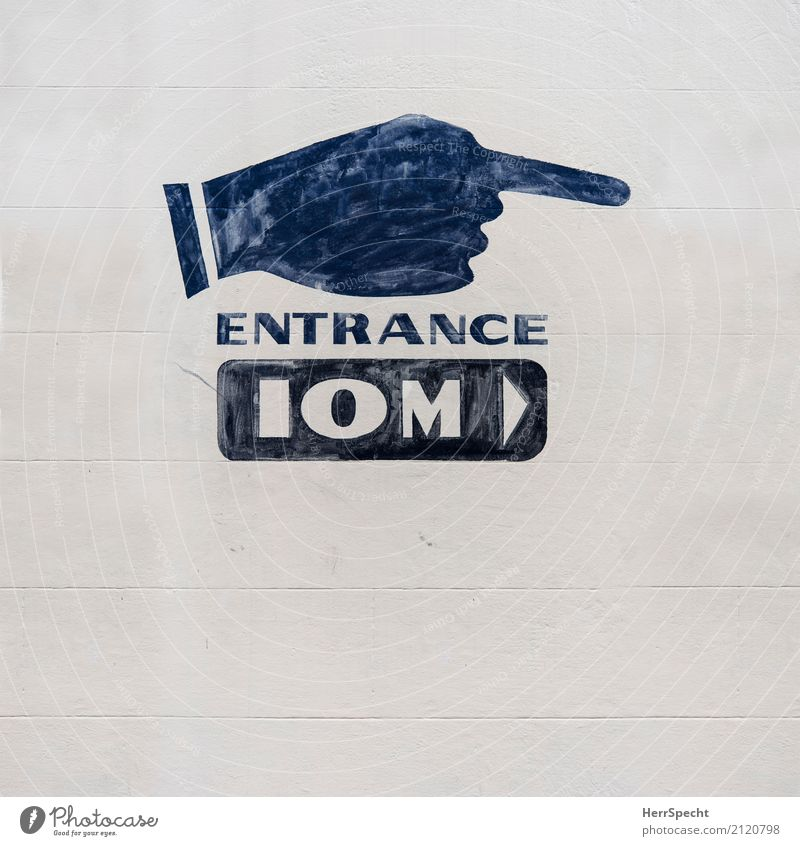 hint Wall (barrier) Wall (building) Facade Sign Characters Retro Town Brown Gray Forefinger Hand Painted Entrance English 10 Meter Far-off places