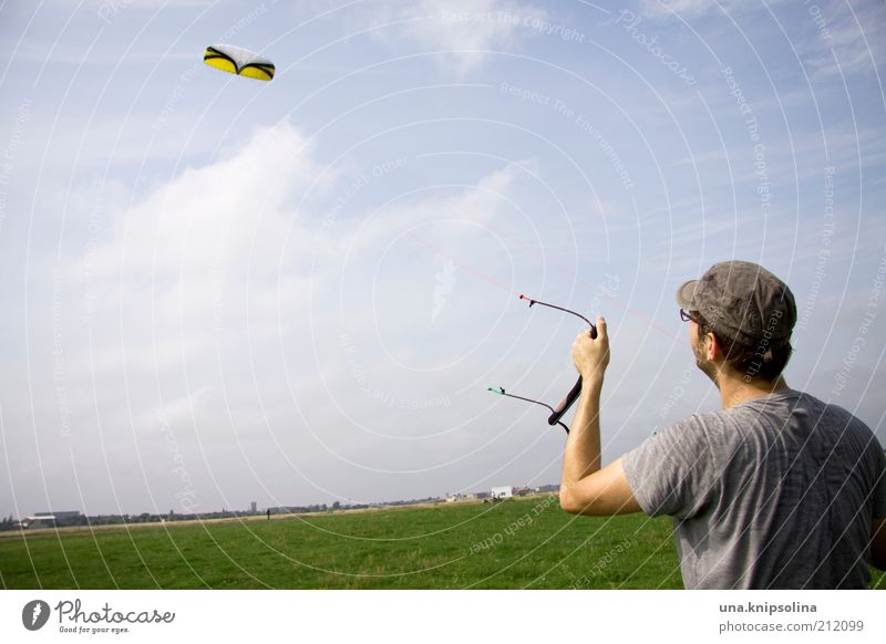 wind Leisure and hobbies Playing Kiting Kiter Hang gliding Hang glider Sports Masculine Young man Youth (Young adults) Man Adults 1 Human being 18 - 30 years