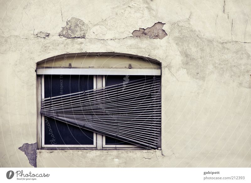 < Industrial plant Building Architecture Wall (barrier) Wall (building) Facade Window Venetian blinds Old Broken Loneliness Decline Transience Change Past