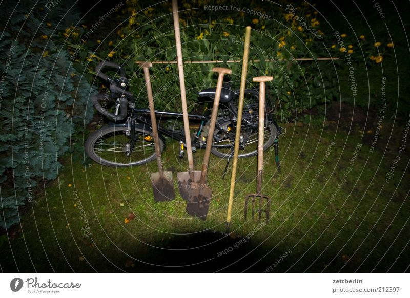 Work and employment Garden Bicycle Break Tool Parking Door handle Gardening Fork Hedge Shovel Broom Detail Agricultural machine Broomstick Closing time