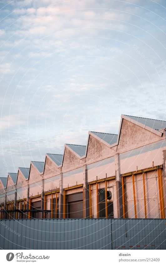 Sky Summer Clouds House (Residential Structure) Wall (building) Architecture Building Wall (barrier) Roof Point Manmade structures Harbour Fence Barrier
