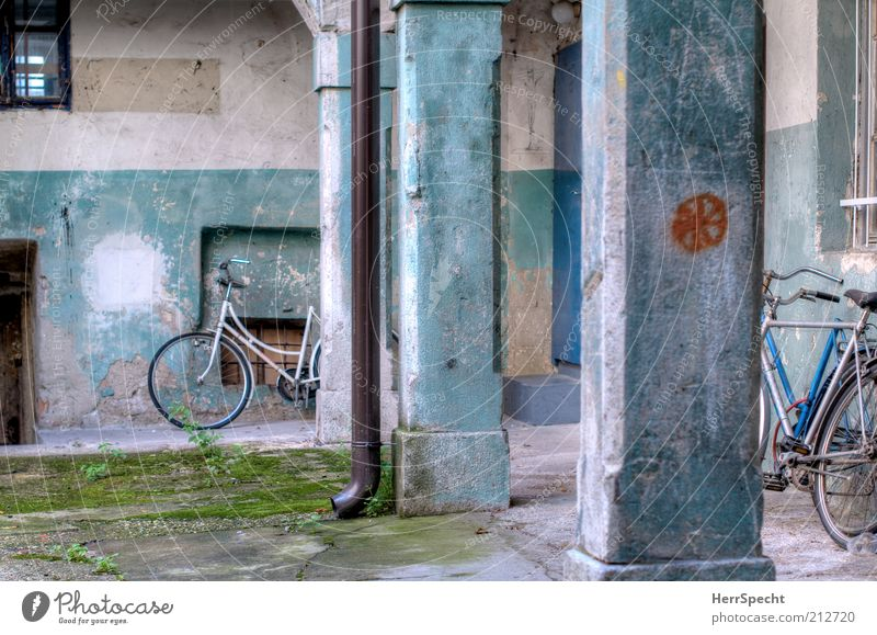 Old House (Residential Structure) Window Wall (building) Wall (barrier) Building Door Bicycle Facade Dirty Wheel Shabby Column Trashy Plaster Parking