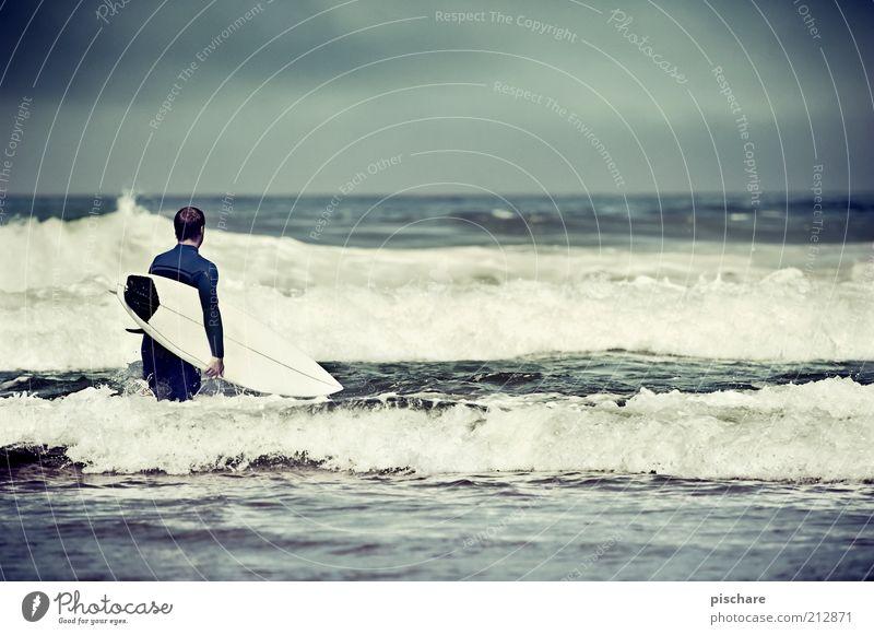 Man Water Sky Ocean Summer Joy Sports Coast Waves Adults Horizon Lifestyle Leisure and hobbies Joie de vivre (Vitality) Brave Passion