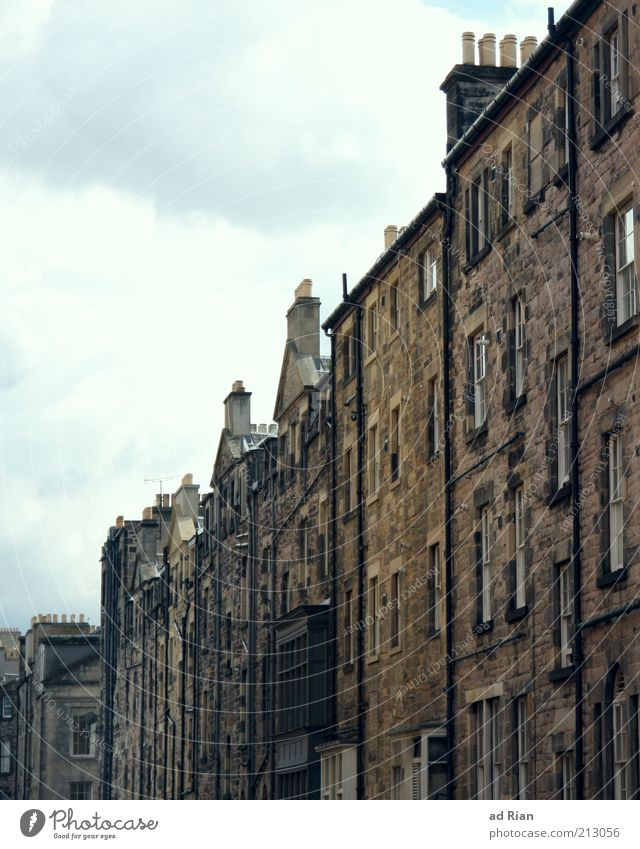 Sky House (Residential Structure) Clouds Wall (building) Window Gray Wall (barrier) Gloomy Exceptional Old town Housefront Edinburgh