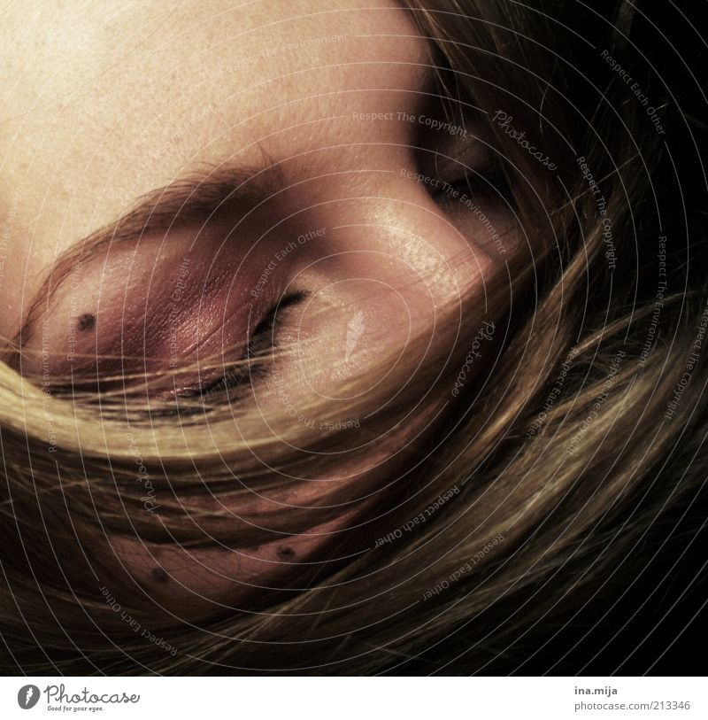plunge into other worlds Hair and hairstyles Skin Make-up Calm Human being Feminine Young woman Youth (Young adults) Woman Adults 1 Brunette Blonde Sleep Dream