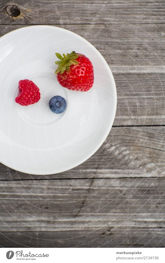 Berry Plate Food Fruit Berries Strawberry Raspberry Blueberry Nutrition Eating Breakfast Lunch Picnic Organic produce Vegetarian diet Diet Fasting Finger food