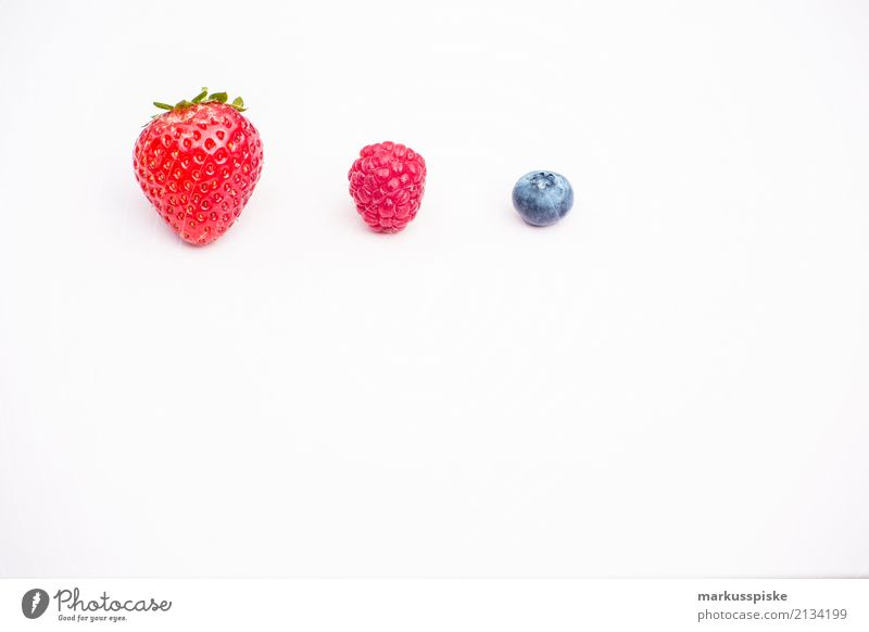 Three kinds of berries Food Berries Strawberry Raspberry Blueberry Nutrition Eating Lunch Picnic Organic produce Vegetarian diet Diet Fasting Slow food