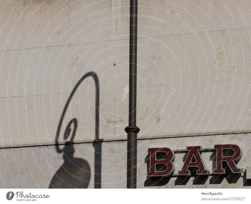 in cash Italy Downtown Wall (barrier) Wall (building) Facade Characters Brown Red Neon sign Illuminated letter Street lighting Lamp post Shadow play