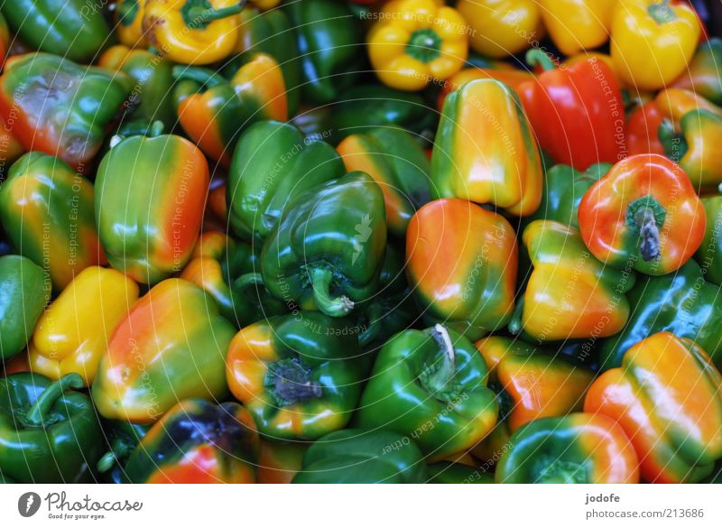 paprika Food Vegetable Pepper Multicoloured Chaos Many Multiple Green Yellow Red Mixed Glittering Vegetarian diet Verdant Colour photo Exterior shot Pattern
