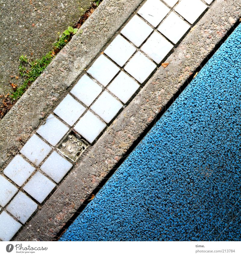memento Street Stone Concrete Exceptional Sharp-edged Broken Small Modern Blue Gray Colour Mosaic Floor covering Pavement Coating Dye Parallel Diagonal Weed