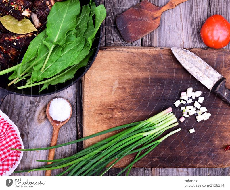 Chopped green onion Food Meat Vegetable Lettuce Salad Pan Knives Spoon Plant Wood Brown Green Onion knife Top cook salt Colour photo Close-up Deserted