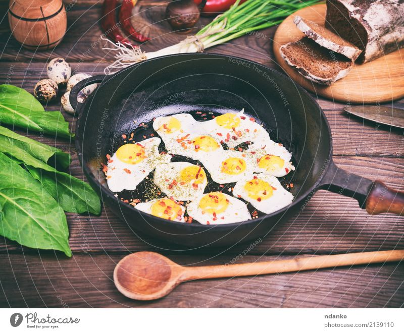 Fried eggs Bread Herbs and spices Breakfast Lunch Dinner Pan Kitchen Restaurant Fresh Delicious Natural Above Green Red Tradition Onion Dish lettuce pepper