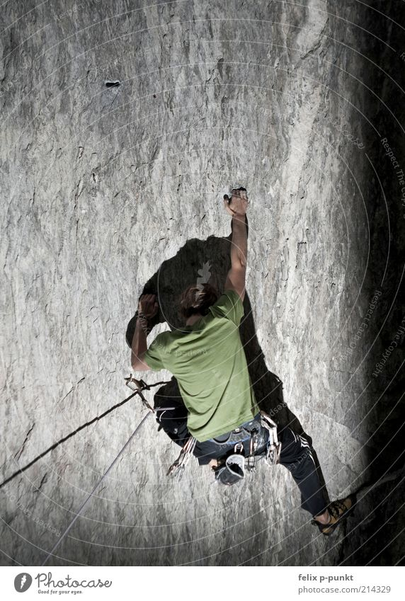 just don't let go now Human being Masculine 1 Esthetic Athletic Authentic Mountain Alpine Climbing Extreme Musculature Effort Sports Rope Rock