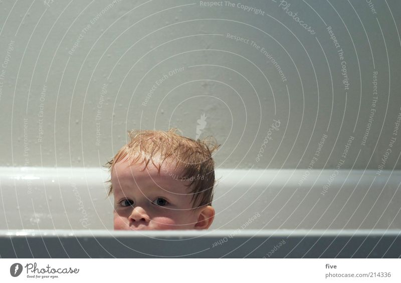 looking over the edge Swimming & Bathing Bathtub Bathroom Human being Child Toddler Boy (child) Infancy Life Head Hair and hairstyles Face 1 1 - 3 years