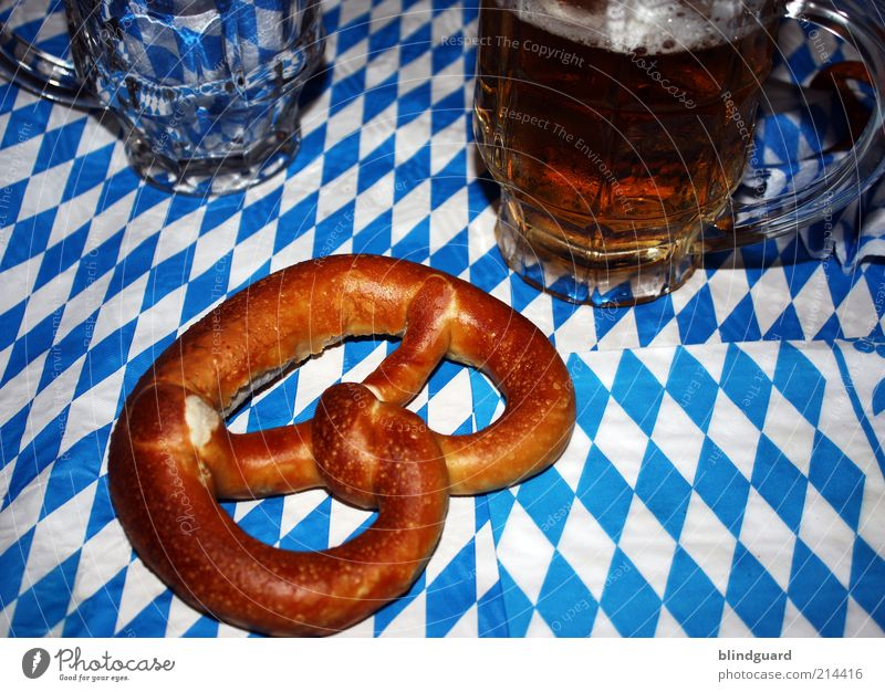 Blue White Glass Food Beverage Drinking Beer Alcoholic drinks Bavaria Foam Oktoberfest Tablecloth Night life Baked goods Beer mug