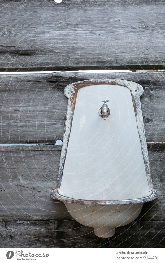 Old washbasin on old wooden wall Drinking water Lifestyle Luxury Personal hygiene Garden Bathroom Agriculture Forestry Trade Environment Wall (barrier)