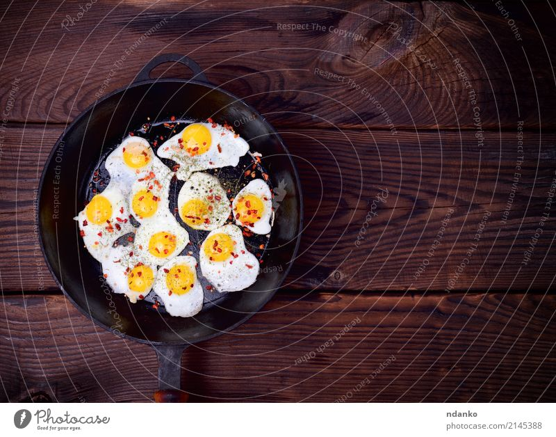 Fried quail eggs Herbs and spices Nutrition Breakfast Pan Kitchen Wood Delicious Natural Red Egg Yolk Protein frying pan Frying food cook pepper empty space