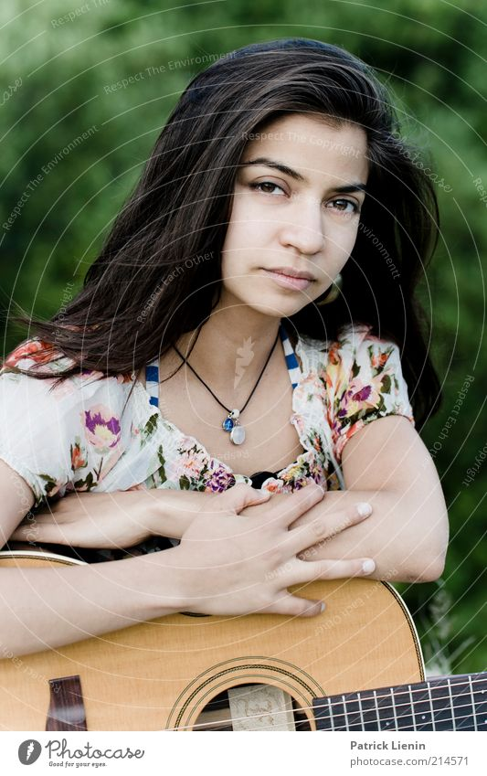 Stella Cruz Lifestyle Music Human being Feminine Young woman Youth (Young adults) Head 1 Environment Nature Think To enjoy Listen to music Looking Authentic