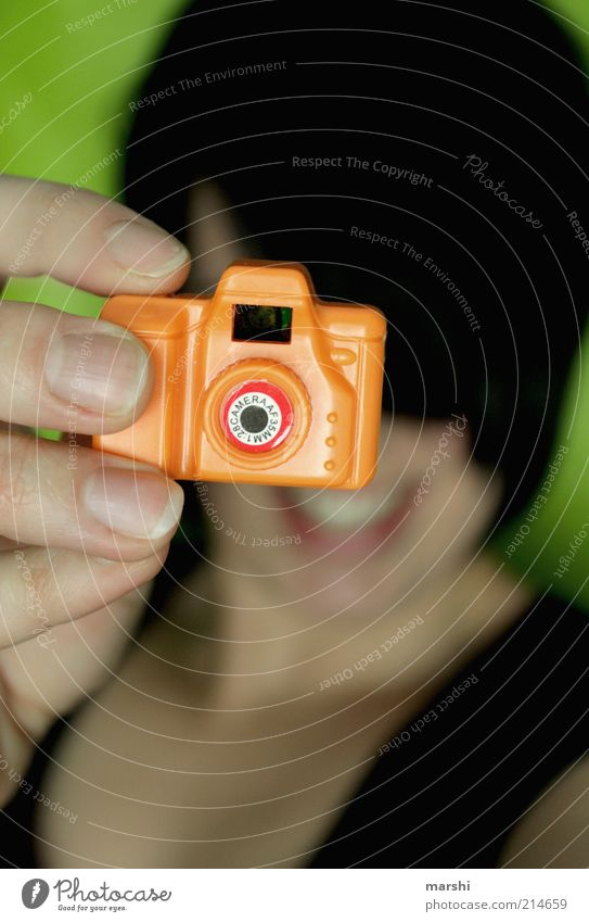cheeeeeeeeeeeese Style Leisure and hobbies Feminine Face Hand Fingers Small Funny Trashy Camera Photographer Photography Take a photo Toys Orange Green Blur
