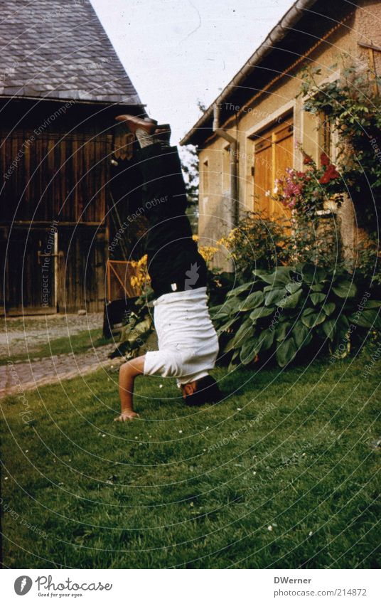The world is upside down! Lifestyle Playing House (Residential Structure) Garden Fitness Sports Training Track and Field Sportsperson Human being Masculine Man