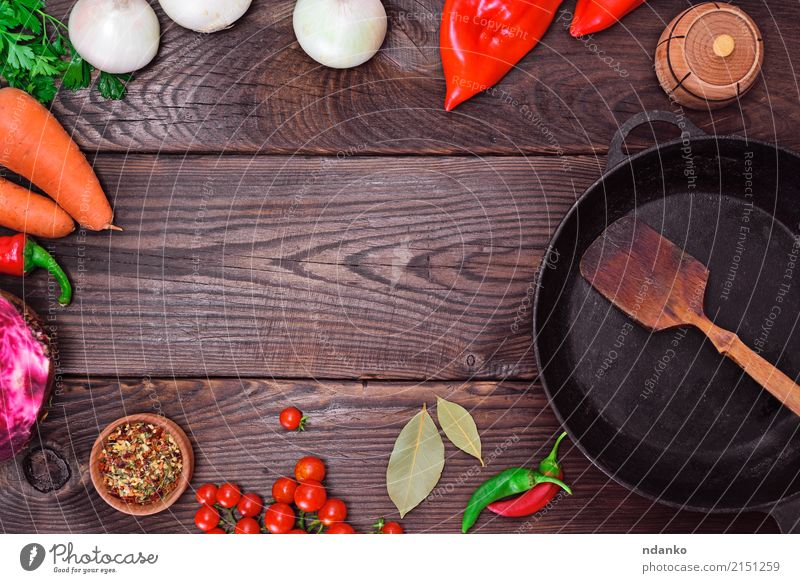 Black frying pan and fresh vegetables Food Vegetable Herbs and spices Pan Table Kitchen Wood Metal Old Fresh Red Onion Dish Meal ripe pepper Top recipe Culinary