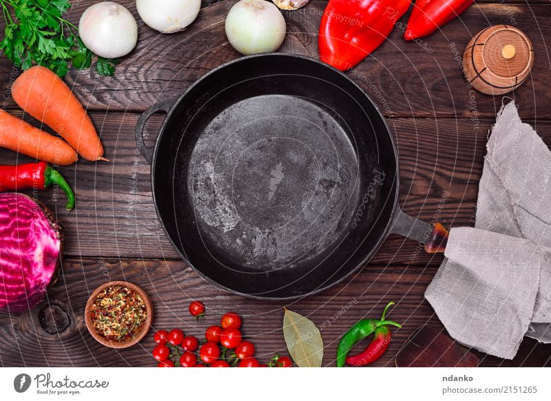 Empty black cast-iron frying pan Vegetable Herbs and spices Pan Wood Metal Eating Fresh Red Black empty Cast iron food cook cooking ripe Red beet Tomato Carrot