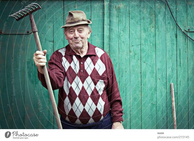 Human being Man Old Green Senior citizen Wall (building) Garden Masculine Leisure and hobbies Hat Friendliness Grandfather Sweater Retirement Smiling