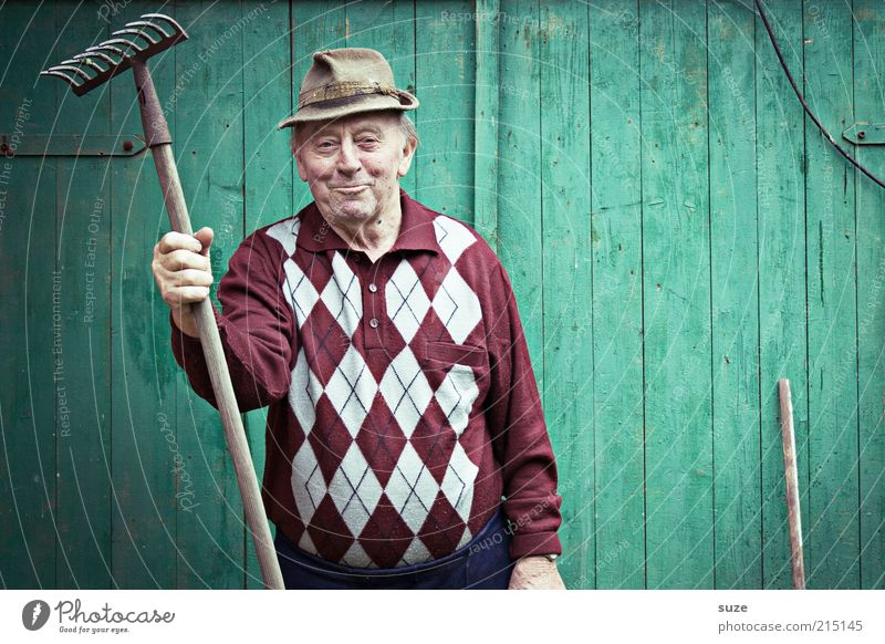 Human being Man Old Green Senior citizen Wall (building) Garden Masculine Leisure and hobbies Hat Friendliness Grandfather Sweater Retirement Smiling