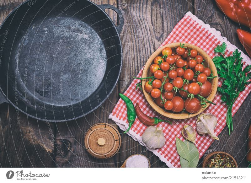 Empty black cast-iron frying pan Old Red Black Dish Eating Wood Food Metal Fresh Table Herbs and spices Kitchen Vegetable Meal Top Cooking