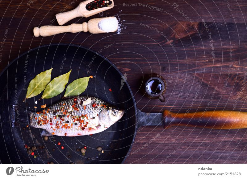 Carp fish in spices Fish Herbs and spices Pan Table Kitchen Nature Leaf Wood Fresh Delicious Natural Above Brown Green crucian pepper paprika whole salt Gourmet
