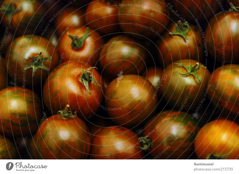 Black tomatoes Food Vegetable Nutrition Organic produce Vegetarian diet Healthy Eating Tomato Colour photo Subdued colour Reflection Glittering Many Round