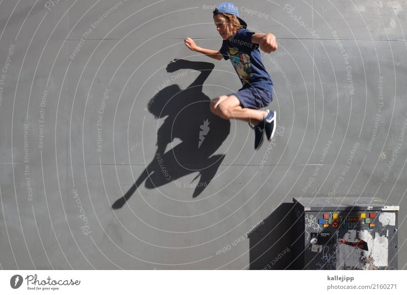 test of courage Lifestyle Leisure and hobbies Playing Human being Child Boy (child) Body 1 8 - 13 years Infancy Wall (barrier) Wall (building) Jump Hop Sports