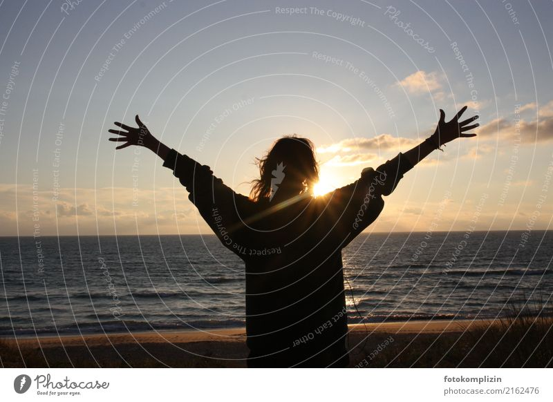 sun_sea_welcome-2 Vacation & Travel Sun Young woman Youth (Young adults) 1 Human being Sunrise Sunset Beach Ocean Observe Illuminate Infinity