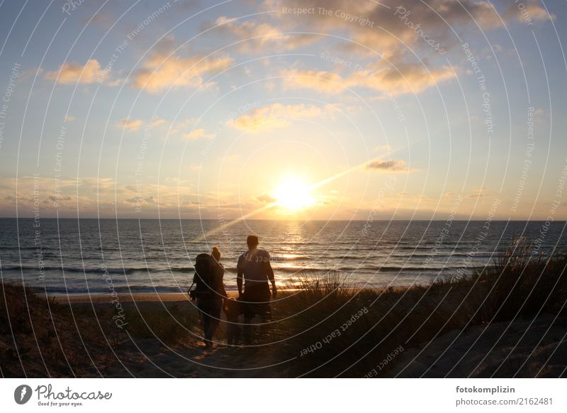 family and sea Happy Vacation & Travel Far-off places Freedom Summer Summer vacation Beach Ocean Human being Family & Relations 3 Sunrise Sunset Observe Going