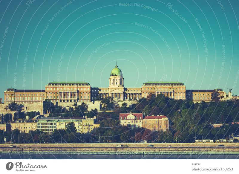 castle palace Tourism Sightseeing City trip Culture River bank Town Capital city Outskirts Old town Castle Manmade structures Architecture Tourist Attraction