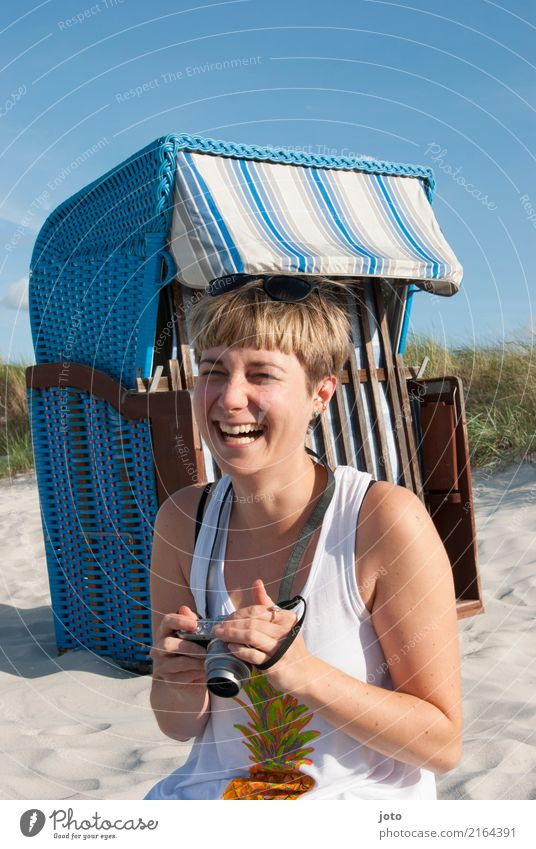laugh one's lips off Life Contentment Vacation & Travel Tourism Trip Summer Summer vacation Camera Young woman Youth (Young adults) Beach Smiling Laughter