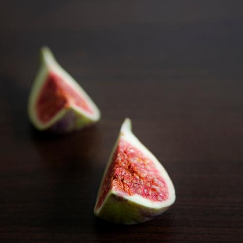 2 cowards Fig Fruit Fruity Red Fruit flesh Juicy Green Violet Sliced Healthy Delicious Mature Sweet Side dish Healthy Eating Nutrition Tropical fruits Exotic
