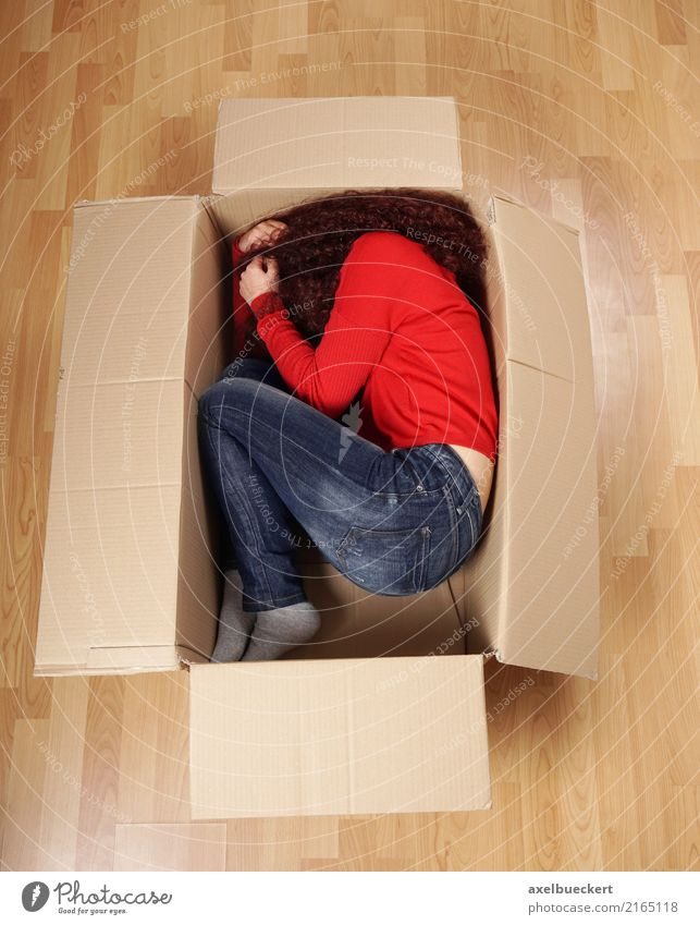 Girl in a moving box Lifestyle Living or residing Flat (apartment) Moving (to change residence) Human being Feminine Young woman Youth (Young adults) Woman