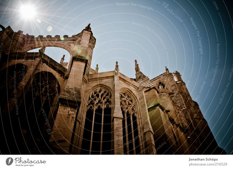 Sun Wall (building) Architecture Religion and faith Wall (barrier) Church Europe Might Manmade structures Historic Column France God Dome Tourist Attraction
