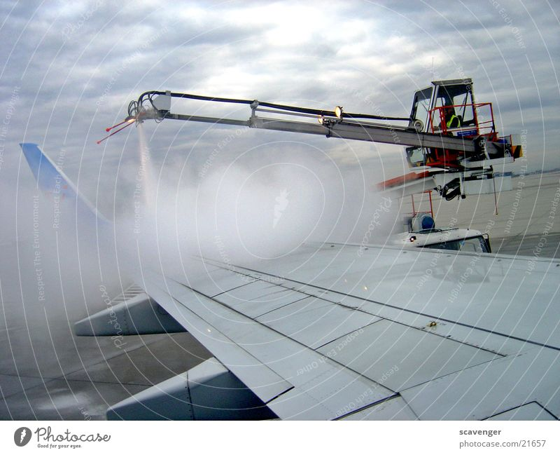 Work and employment Airplane Aviation Technology Wing Airport Machinery Crane Equipment Steam Preparation Driver's cab Defrosting machine Air safety