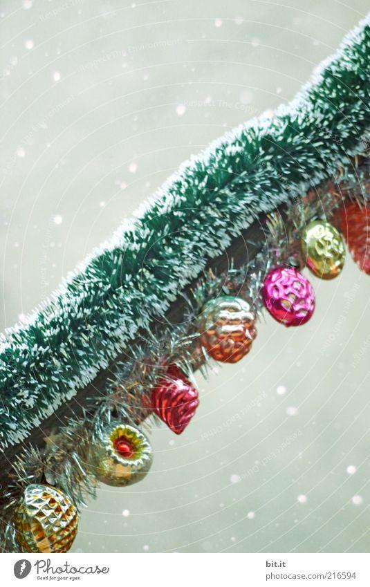 Christmas & Advent Old Winter Style Snowfall Feasts & Celebrations Glass Retro Round Kitsch Decoration Fruit Trashy Plastic Row