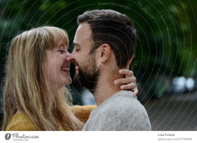 =delivery person Beautiful Young woman Youth (Young adults) Young man Couple Partner 2 Human being 18 - 30 years Adults Blonde Long-haired Bangs Facial hair