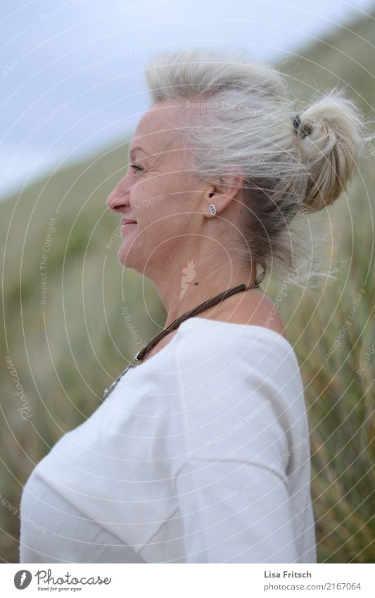 Relax Feminine Woman Adults Head Hair and hairstyles Face 1 Human being 45 - 60 years Environment Nature Wind Bushes White-haired Short-haired Braids Breathe