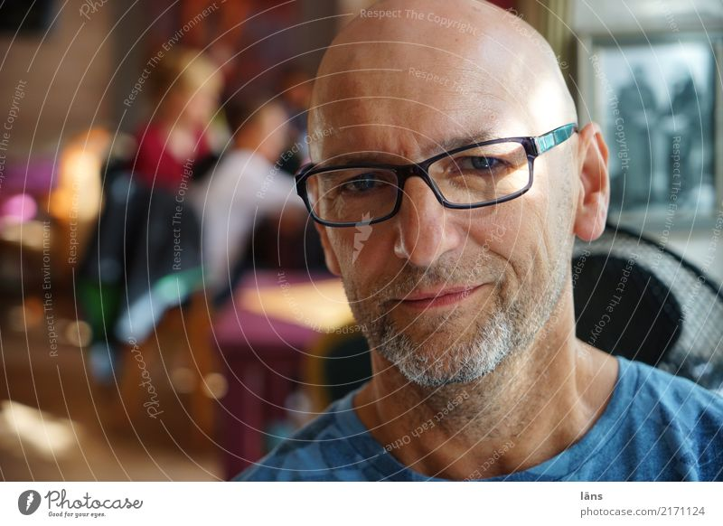 .) Contentment Room Human being Man Adults Life Head 1 45 - 60 years Eyeglasses Bald or shaved head Observe Think Authentic Friendliness Curiosity Positive