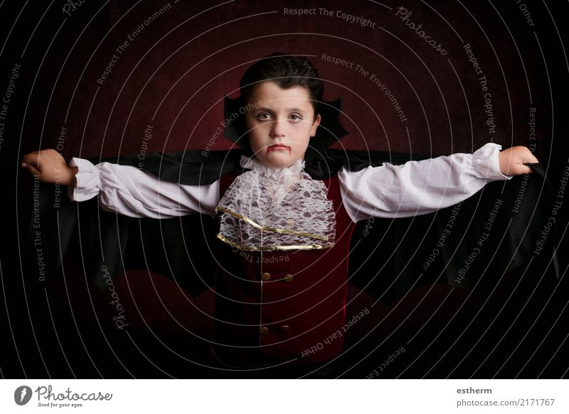 Boy in Halloween.Boy dressed as a vampire Lifestyle Entertainment Party Event Feasts & Celebrations Carnival Hallowe'en Human being Masculine Child Toddler