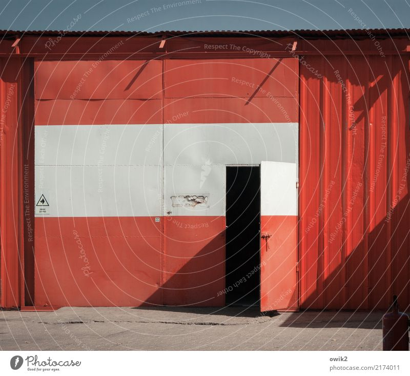 Uwaga Cloudless sky Poland Eastern Europe Building Auto repair shop Tin Wall (barrier) Wall (building) Facade Door Characters Signs and labeling Happiness Red