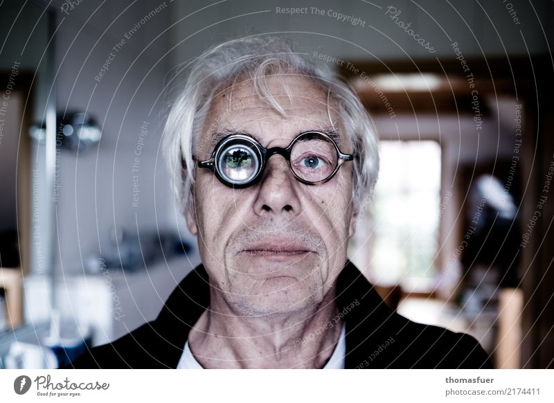 Man, glasses, magnifying glass Care of the elderly Illness Magnifying glass Human being Masculine Male senior Head Eyes 1 60 years and older Senior citizen Old