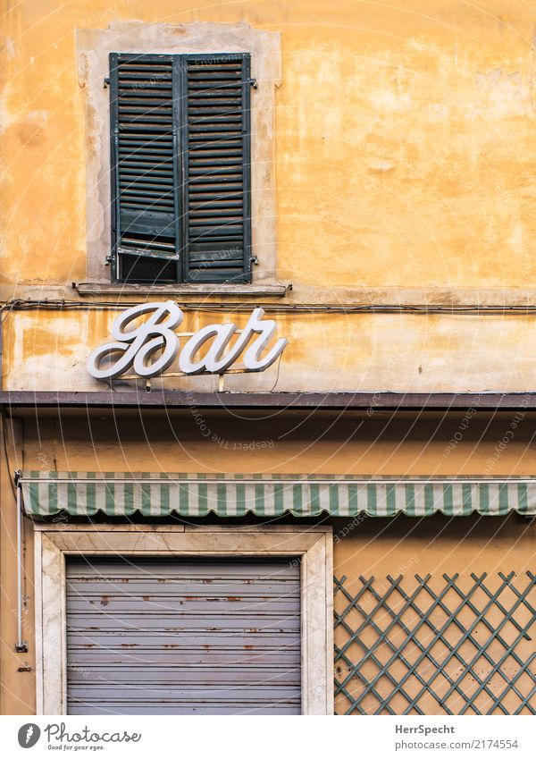 il bar é chiuso Italy Downtown Old town House (Residential Structure) Wall (barrier) Wall (building) Facade Window Door Esthetic Historic Retro Yellow Closed