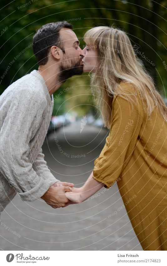 kiss Young woman Youth (Young adults) Young man Couple Partner 2 Human being 18 - 30 years Adults Street Lanes & trails Long-haired Facial hair Touch Kissing