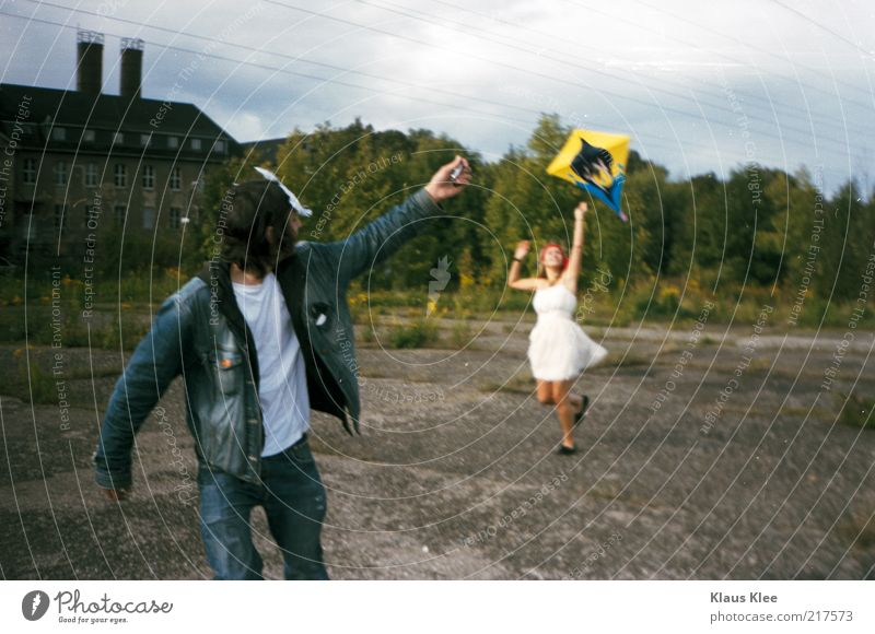 AND LET YOUR KITES RISE . Style Joy Freedom Kite Hang gliding Human being Masculine Feminine Young woman Youth (Young adults) Young man Partner Life 2
